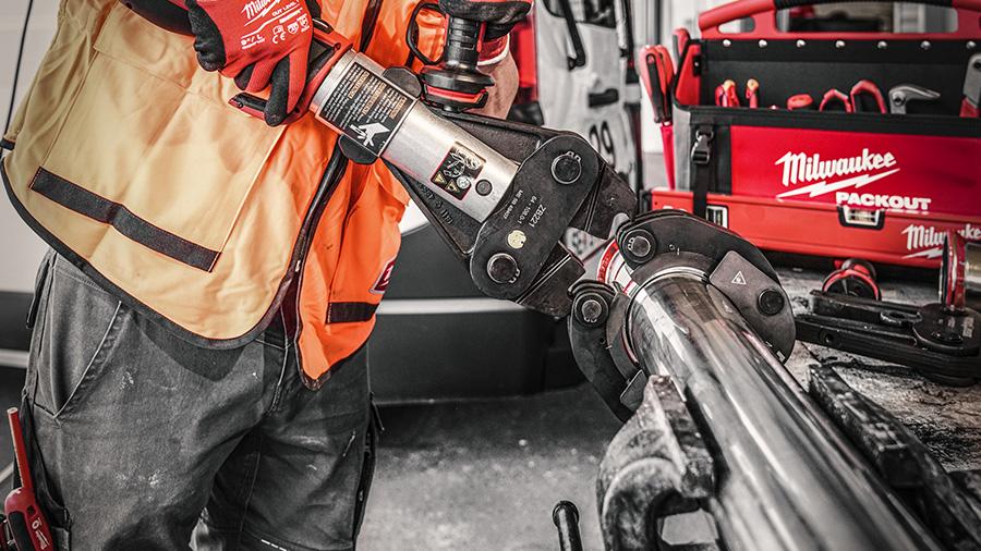 sertisseuse hydraulique sur batterie Force Logic M18 BLHPTXL Milwaukee